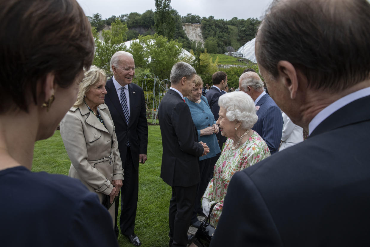 ST AUSTELL, ENGLAND - JUNE 11: United States President Joe Biden, First Lady Jill Biden and Queen Elizabeth II chat at a drinks reception for Queen Elizabeth II and G7 leaders at at The Eden Project during the G7 Summit on June 11, 2021 in St Austell, Cornwall, England. UK Prime Minister, Boris Johnson, hosts leaders from the USA, Japan, Germany, France, Italy and Canada at the G7 Summit. This year the UK has invited India, South Africa, and South Korea to attend the Leaders' Summit as guest countries as well as the EU. (Photo by Jack Hill - WPA Pool / Getty Images)