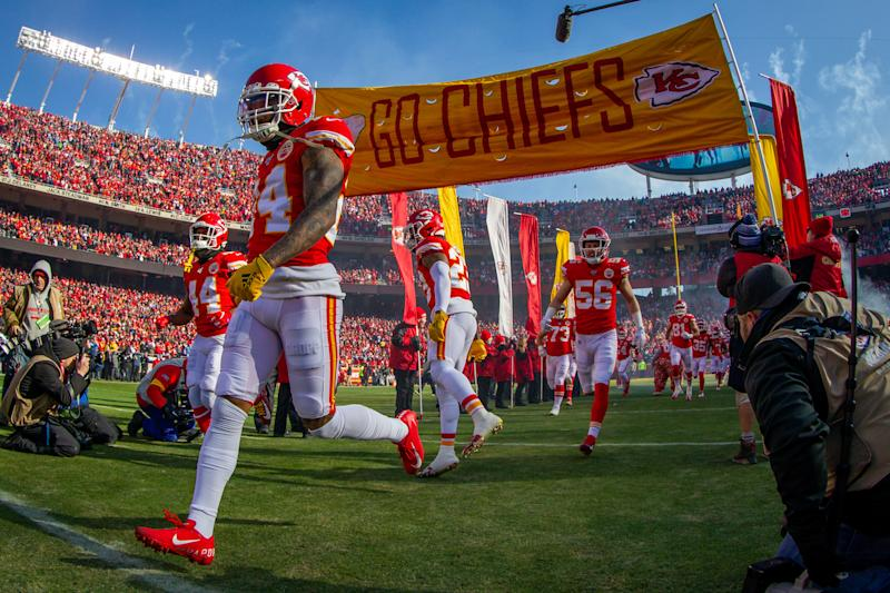 KANSAS CITY, MO - JANUARY 19: Kansas City Chiefs enter the game against the Tennessee Titans at Arrowhead Stadium in Kansas City, Missouri. (Photo by William Purnell/Icon Sportswire via Getty Images)