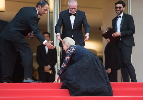 Helen Mirren stumbles on the stairs on the red carpet at Cannes. (Photo: Getty Images)