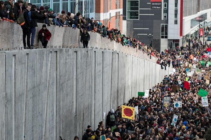 Crowds filled the streets of Montreal, in temperatures barely above freezing (AFP Photo/MARTIN OUELLET-DIOTTE)