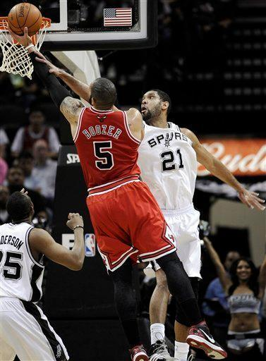 San Antonio Spurs' Tim Duncan, right, defends against Chicago Bulls' Carlos Boozer during the first half of an NBA basketball game on Wednesday, Feb. 29, 2012, in San Antonio. (AP Photo/Darren Abate)