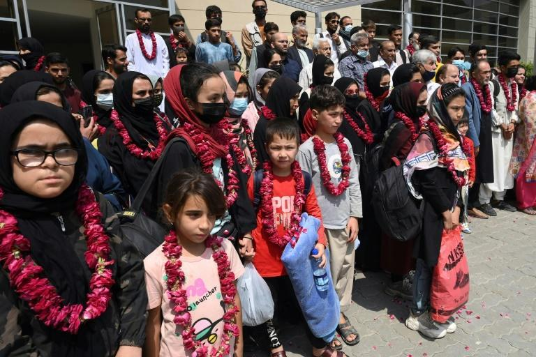 More than 75 people crossed the northern border Tuesday (AFP/Arif ALI)