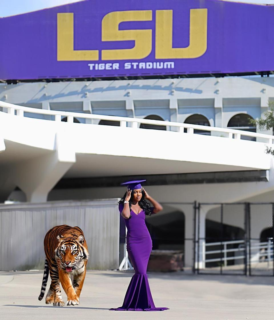 Ronlonda Robinson also wanted to be the first to Photoshop the school's mascot into her photos. (Photo: Patrick Griffin)