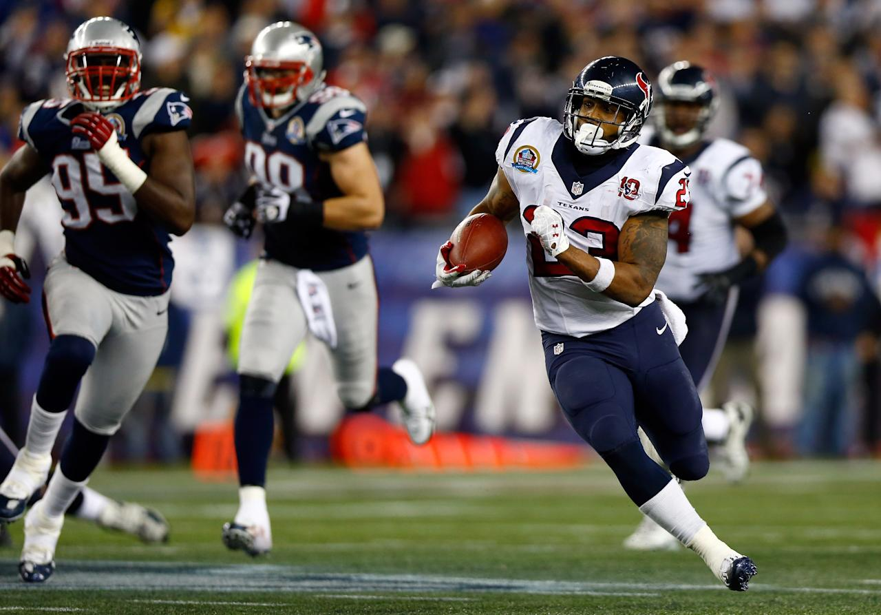 FOXBORO, MA - DECEMBER 10:  Running back Arian Foster #23 of the Houston Texans runs the ball in the first half against the New England Patriots at Gillette Stadium on December 10, 2012 in Foxboro, Massachusetts.  (Photo by Jared Wickerham/Getty Images)