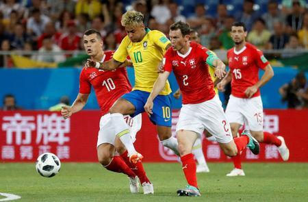 Soccer Football - World Cup - Group E - Brazil vs Switzerland - Rostov Arena, Rostov-on-Don, Russia - June 17, 2018 Brazil's Neymar in action with Switzerland's Stephan Lichtsteiner and Granit Xhaka REUTERS/Damir Sagolj