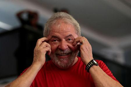 Former Brazilian President Luiz Inacio Lula da Silva reacts as he arrives at the metallurgical trade union while the Brazilian court decides on his appeal against a corruption conviction that could bar him from running in the 2018 presidential race, in Sao Bernardo do Campo, Brazil January 24, 2018. REUTERS/Leonardo Benassatto