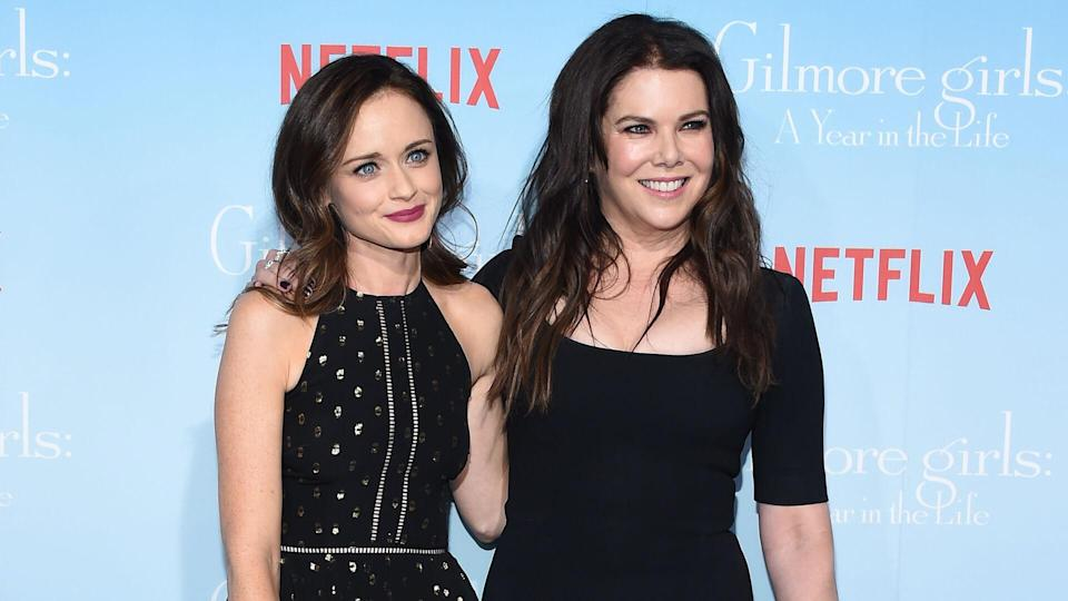 LOS ANGELES - NOV 18: Alexis Bledel and Lauren Graham arrives to the Netflix's 'Gilmore Girls: A Year In The Life' Premiere on November 18, 2016 in Westwood, CA.