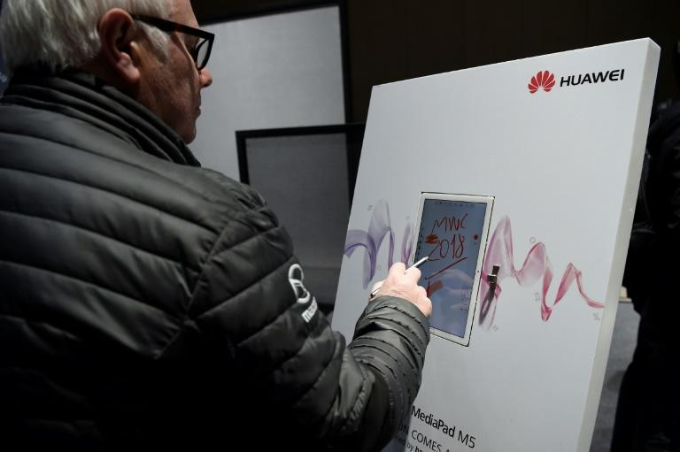 A man paints with the new Huawei MediaPad M5