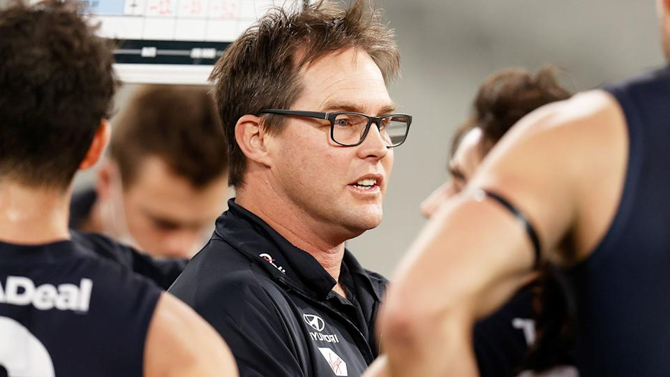 Pictured here, David Teague addresses his Carlton players during an AFL game in 2021.