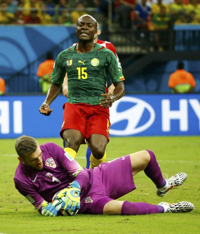 Cameroon's Achille Weboc (top) reacts after his shot was saved by Croatia's Stipe Pletikosa during their 2014 World Cup Group A soccer match at the Amazonia arena in Manaus June 18, 2014. REUTERS/Murad Sezer (BRAZIL - Tags: SOCCER SPORT WORLD CUP)