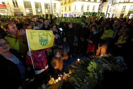 Fans gather near a row of yellow tulips in Nantes' city center after news that newly-signed Cardiff City soccer player Emiliano Sala was missing after the light aircraft he was travelling in disappeared between France and England the previous evening, according to France's civil aviation authority, France, January 22, 2019. REUTERS/Stephane Mahe