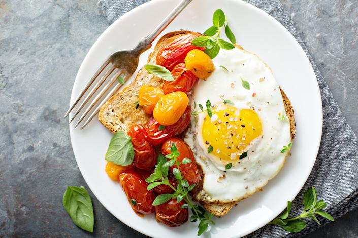 Eggs contain choline, which aid your brain's memory center. (Photo: VeselovaElena via Getty Images)