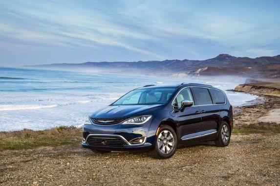 2019 Chrysler Pacifica Hybrid (FCA)