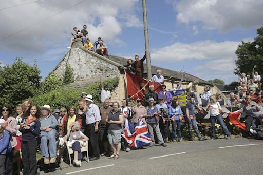 Spectators wait for the riders to pass during the first stage of the Tour de France cycling race over 190.5 kilometers (118.4 miles) with start in Leeds and finish in Harrogate, England, Saturday, July 5, 2014. (AP Photo/Laurent Cipriani)
