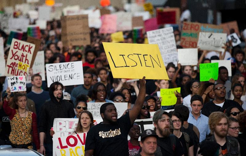 Protesters march through Baltimore, Maryland on April 29, 2015 (AFP Photo/Andrew Caballero-Reynolds)