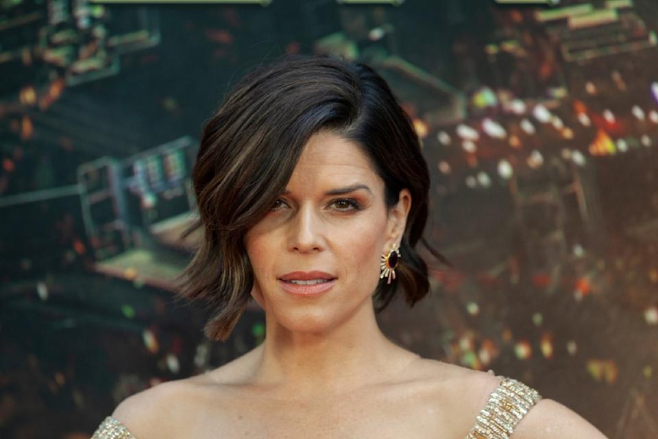 neve campbell on the red carpet