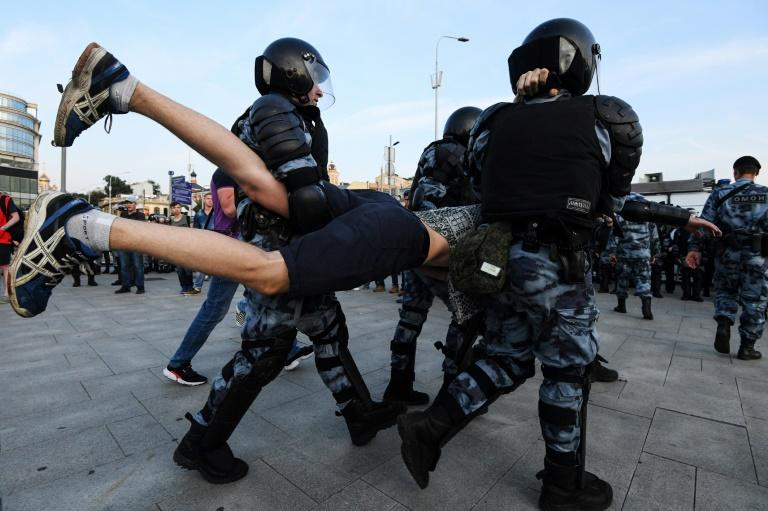 Nearly 1,400 people were arrested at Saturday's unauthorised protest in Moscow (AFP Photo/Kirill KUDRYAVTSEV)