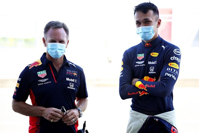 "Alex Albon, con el director de Red Bull, Christian Horner <span class=""copyright"">Red Bull Content Pool</span>"