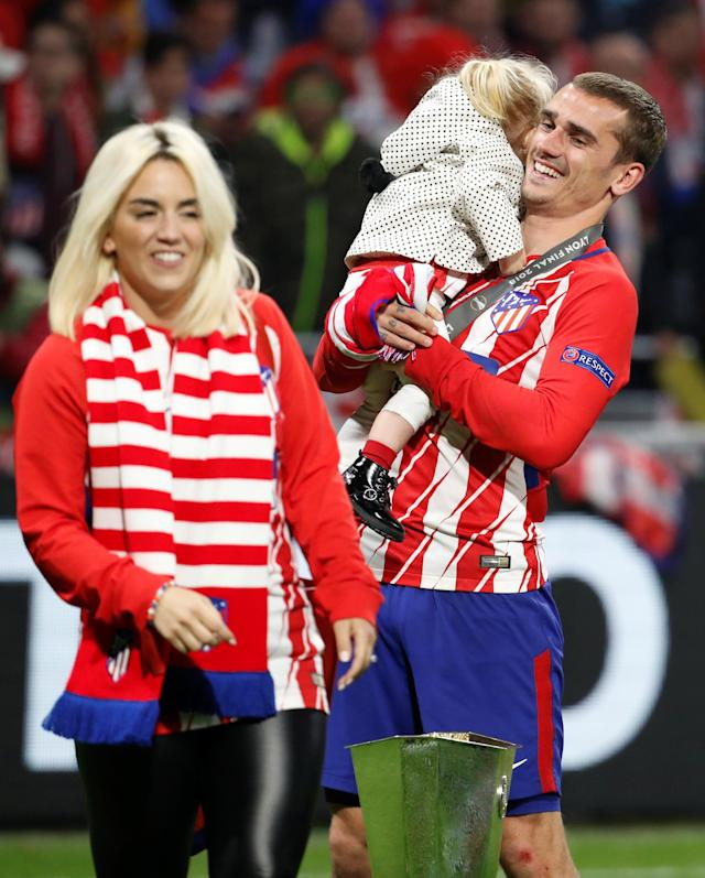 Soccer Football - Europa League Final - Olympique de Marseille vs Atletico Madrid - Groupama Stadium, Lyon, France - May 16, 2018 Atletico Madrid's Antoine Griezmann and his family celebrate with the trophy after winning the Europa League REUTERS/Christian Hartmann
