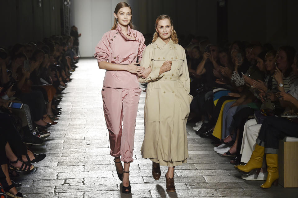MILAN, ITALY - SEPTEMBER 24:  Supermodel Gigi Hadid and movie actor Lauren Hutton walk the runway at the Bottega Veneta Spring Summer 2017 fashion show during Milan Fashion Week on September 24, 2016 in Milan, Italy.  (Photo by Catwalking/Getty Images)