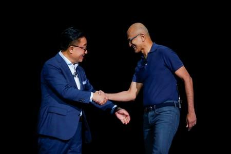 Samsung Electronics President and CEO Koh shakes hands with Nadella, chief executive officer of Microsoft Corp. during the launch event of the Galaxy Note 10 at the Barclays Center in Brooklyn, New York