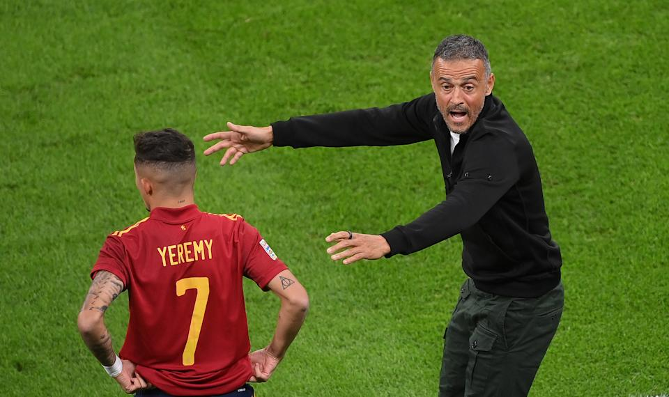 MILAN, ITALY - OCTOBER 06: Luis Enrique, Head Coach of Spain reacts as Yeremi Pino of Spain prepares to come on as a substitute during the UEFA Nations League 2021 Semi-final match between Italy and Spain at San Siro Stadium on October 06, 2021 in Milan, Italy. (Photo by Marco Bertorello - Pool/Getty Images)
