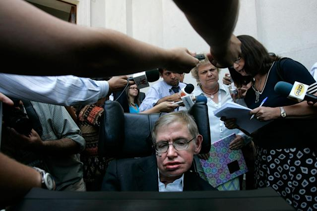 <p>British physicist Stephen Hawking is surrounded by the media after a meeting with Chile's President Michelle Bachelet (unseen) at the Presidential Palace in Santiago, Jan. 17, 2008. Hawking is in Chile to attend the birthday of a Chilean physicist. (Photo: Victor Ruiz Caballero/Reuters) </p>