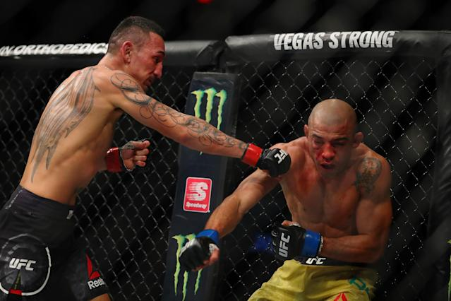 Max Holloway (L) goes for the finish against ex-champion Jose Aldo in their featherweight title bout at UFC 218 Saturday in Detroit. (Getty)