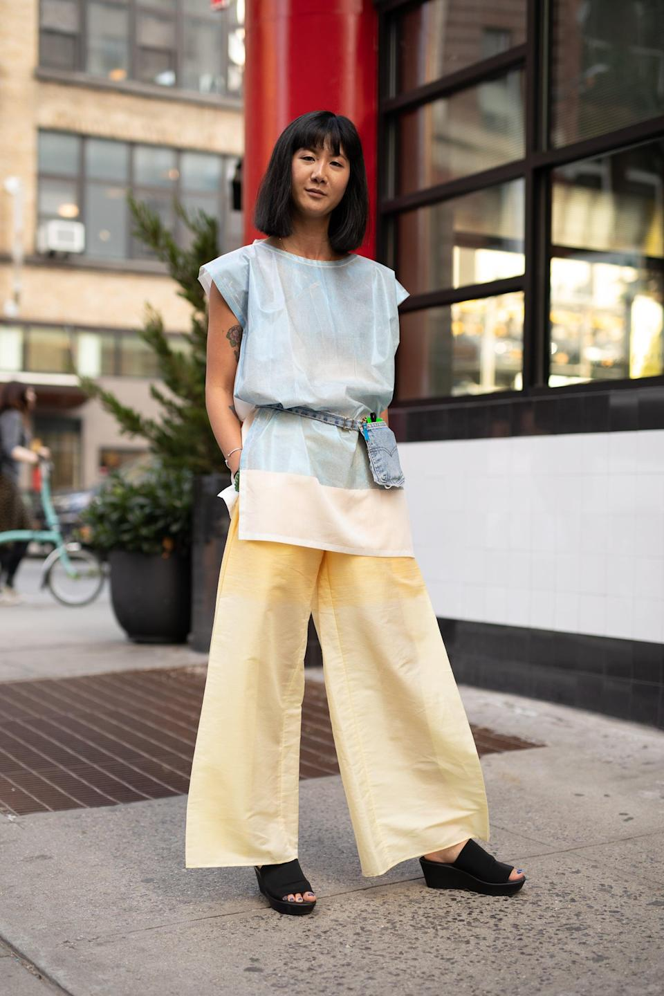 <p>Define your waist, and mix up proportions with a longer top belted right over.</p>
