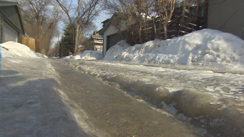 City hit with 549 complaints about rough, rutted Winnipeg alleys