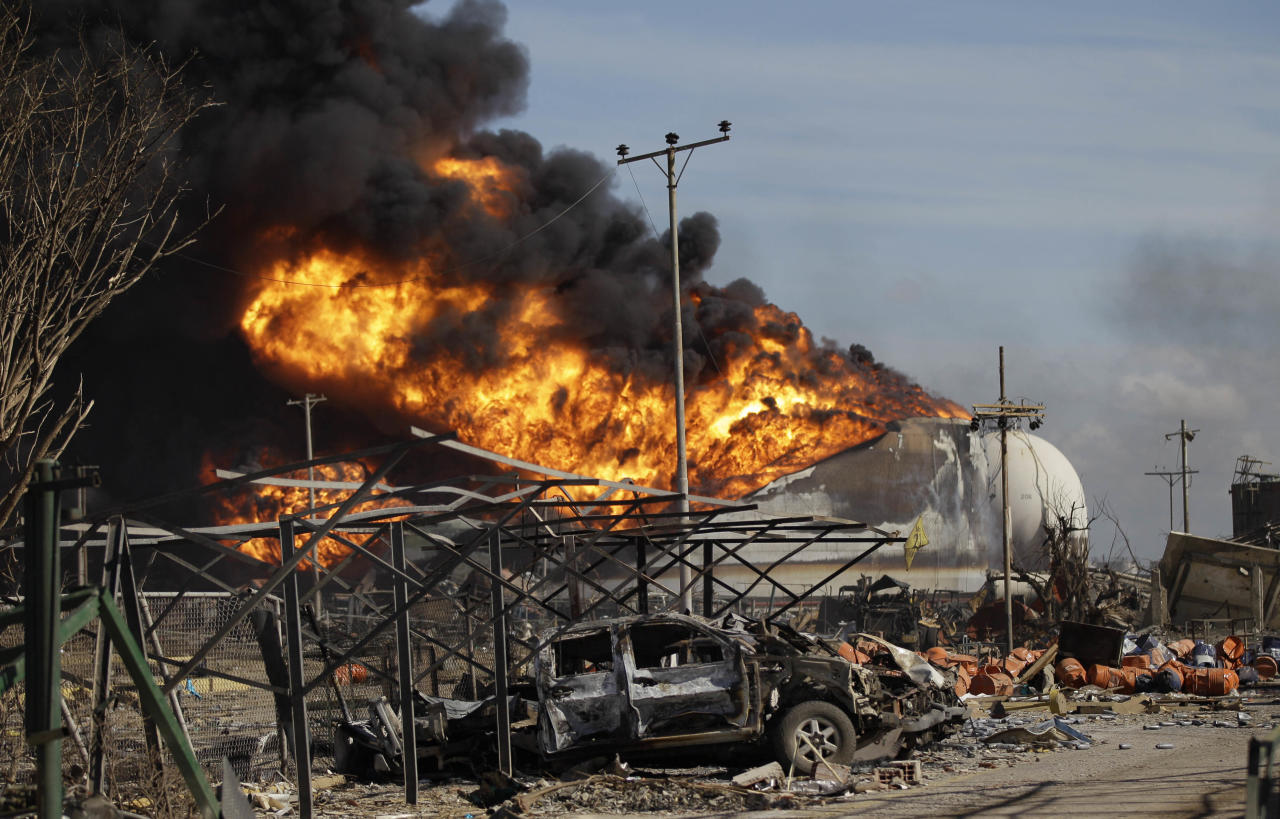 Fires continue to burn at the Amuay refinery near Punto Fijo, Venezuela, Monday, Aug. 27, 2012. A huge explosion rocked Venezuela's biggest oil refinery early Saturday killing at least 39 people and injuring more than 80 in Venezuela's deadliest refinery blast ever. (AP Photo/Ariana Cubillos)