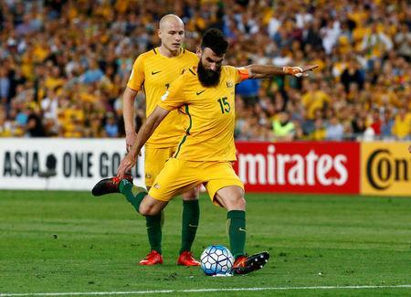 Soccer Football - 2018 World Cup Qualifications - Australia vs Honduras - ANZ Stadium, Sydney, Australia - November 15, 2017 Australia's Mile Jedinak scores their first goal from a free kick REUTERS/David Gray