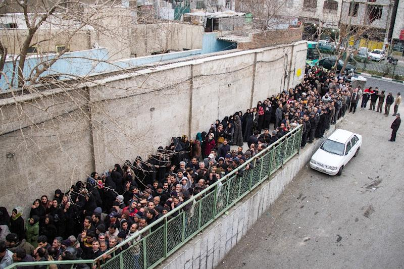 A picture taken on February 3, 2014 shows low-income Iranians lining up to receive food supplies in southern Tehran (AFP Photo/Davoud Ghahrdar)