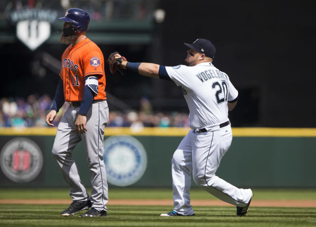 "The Mariners needed some help from <a class=""link rapid-noclick-resp"" href=""/mlb/players/9356/"" data-ylk=""slk:Evan Gattis"">Evan Gattis</a> to pull off this triple play. (Getty Images)"