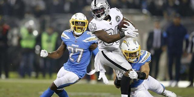 Oakland Raiders stay strong to overcome the Los Angeles Chargers