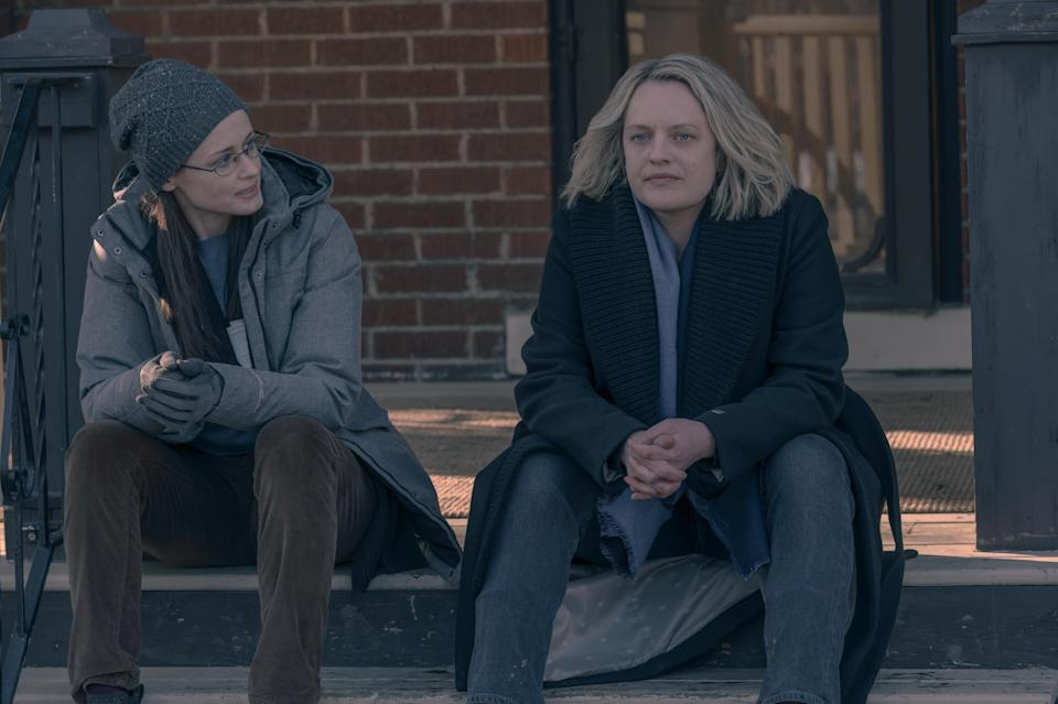 """EMBARGOED UNTIL JUNE 16 2021 The Handmaid's Tale — """"The Wilderness"""" – Episode 410 — June draws on all her resources and relationships, risking everything to ensure her own kind of justice. Emily (Alexis Bledel) and June (Elisabeth Moss), shown. (Photo by: Sophie Giraud/Hulu) - Credit: HULU"""