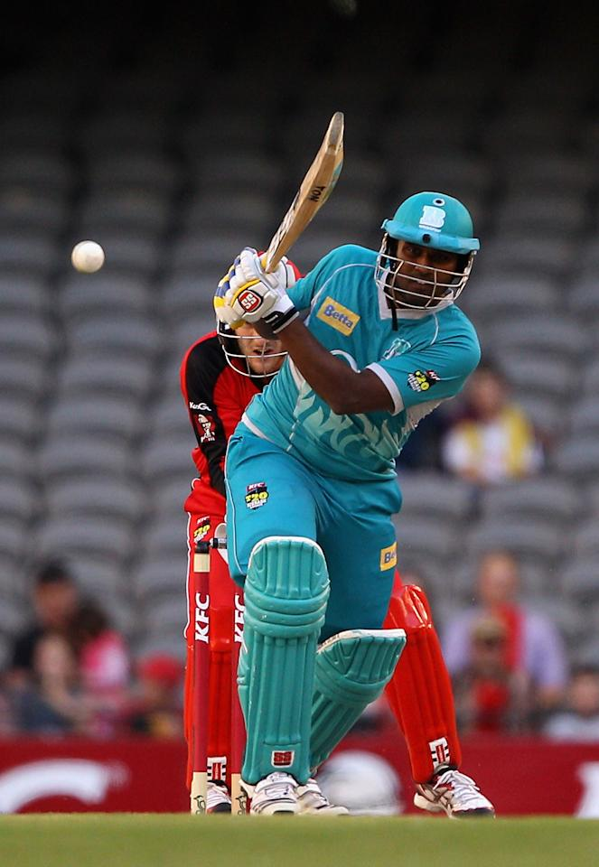 MELBOURNE, AUSTRALIA - DECEMBER 22:  Thisara Perera of the Heat plays a shot during the Big Bash League match between the Melbourne Renegades and the Brisbane Heat at Etihad Stadium on December 22, 2012 in Melbourne, Australia.  (Photo by Robert Prezioso/Getty Images)