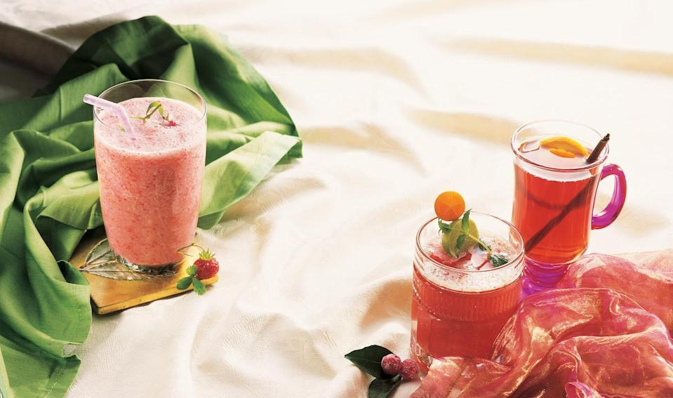 """<p>Bursting with fruity flavor, this mocktail needs just a bit of orange juice and ginger ale mixed in with a glass of cranberry juice and an orange slice for garnish.</p> <p><a href=""""https://www.thedailymeal.com/recipes/cranberry-burst-mocktail?referrer=yahoo&category=beauty_food&include_utm=1&utm_medium=referral&utm_source=yahoo&utm_campaign=feed"""" rel=""""nofollow noopener"""" target=""""_blank"""" data-ylk=""""slk:For the Cranberry Burst recipe, click here."""" class=""""link rapid-noclick-resp"""">For the Cranberry Burst recipe, click here.</a></p>"""