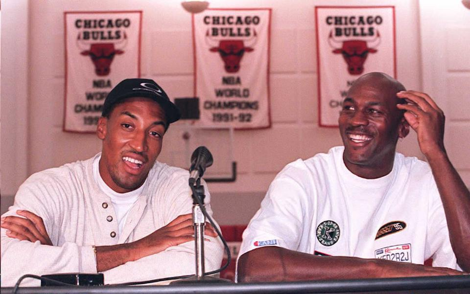 DEERFIELD, IL - OCTOBER 5:  Chicago Bulls basketball stars Michael Jordan (R) and Scottie Pippen (L) laugh at a question about their newly aquired teammate, Dennis Rodman, before their first team meeting 05 October in Deerfield, Ill.  Jordan said Rodman's performance on the court was more important to him than his personality off the court.   AFP PHOTO  (Photo credit should read BRIAN BAHR/AFP via Getty Images)