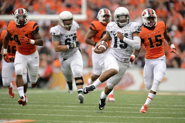 Portland State quarterback Paris Penn (15) breaks away for a 58-yard touchdown run against Oregon State during the second quarter of an NCAA college football game in Corvallis, Ore., Saturday, Aug. 30, 2014. (AP Photo/Troy Wayrynen)