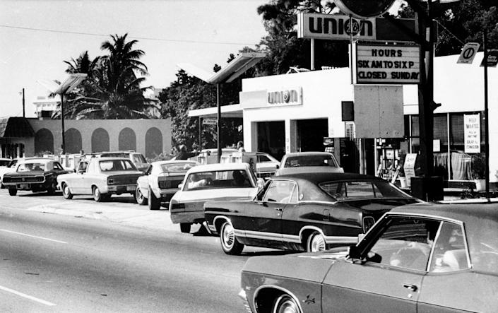 Motorists lined up for gasoline amid a 1973 supply shortage.