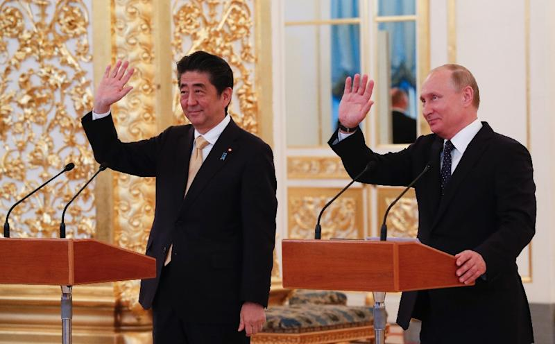 Vladimir Putin and Shinzo Abe discuss Kuril Islands, peace treaty