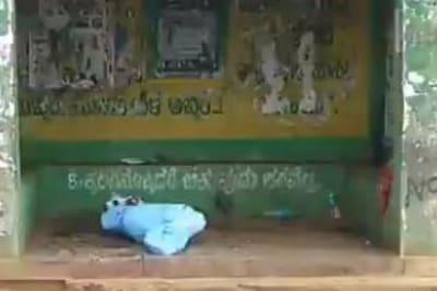 Outrage in K'taka After Body of Suspected Covid-19 Deceased Left at Bus Shelter for Over 3 Hours