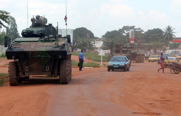 French Sangaris troops patrol aboard a military vehicule on August 16, 2014 in a street of Bangui, the Central African capital