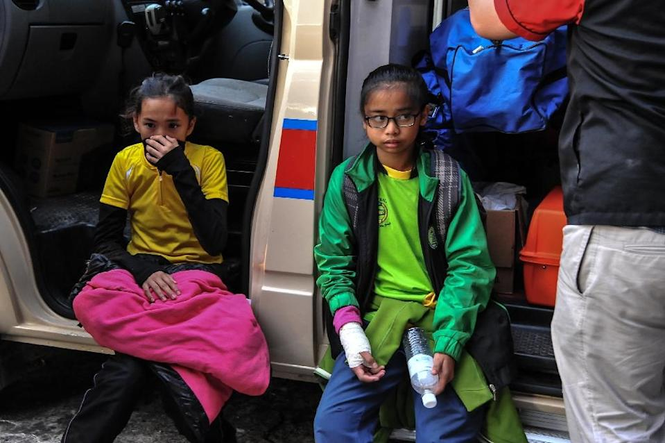Young injured Singaporean students resting after an earthquake in Kundasang, a town in the district of Ranau (AFP Photo/Malaysia Information Ministry)