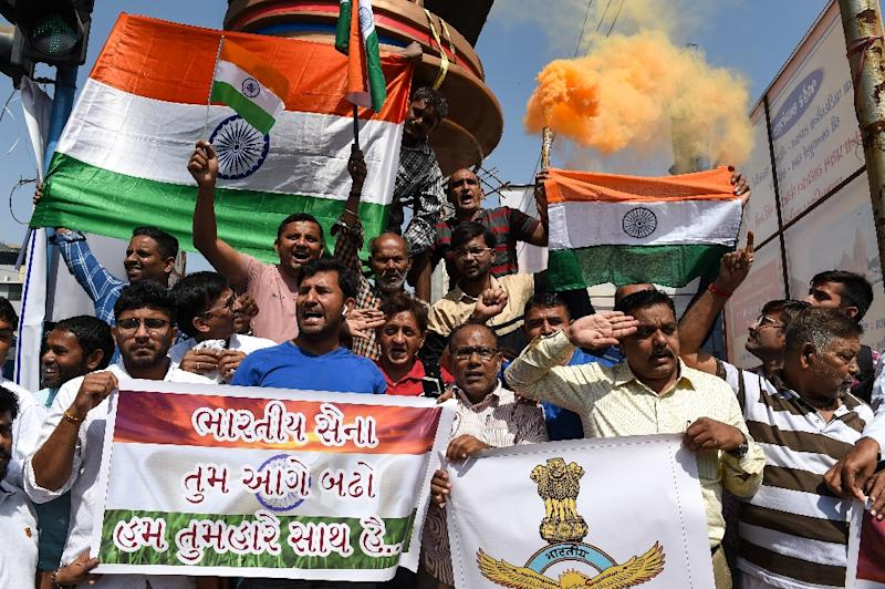 Indians demonstrate support for the armed forces after Indian warplanes carried out a raid against what New Delhi said was a large militant camp (AFP Photo/SAM PANTHAKY)