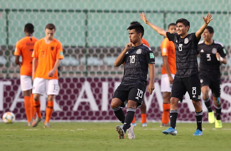 Efraín Álvarez (center) may have starred for Mexico at the 2019 FIFA U-17 World Cup, but he's currently in camp with the United States men's national team. (Sergio Moraes/Reuters)