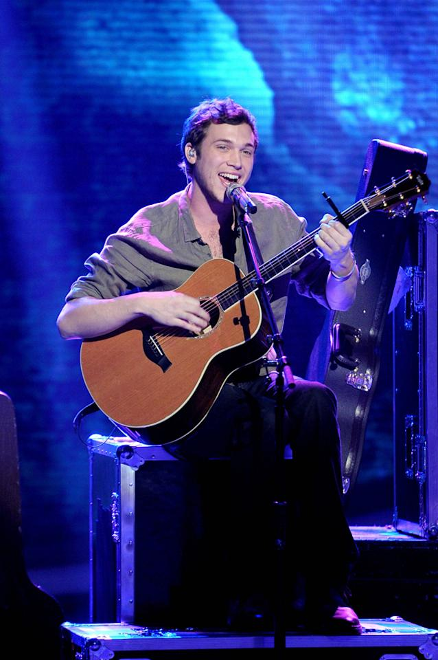 "Phillip Phillips performs ""Disease"" by Matchbox Twenty on ""<a target=""_blank"" href=""http://tv.yahoo.com/american-idol/show/34934"">American Idol</a>."""