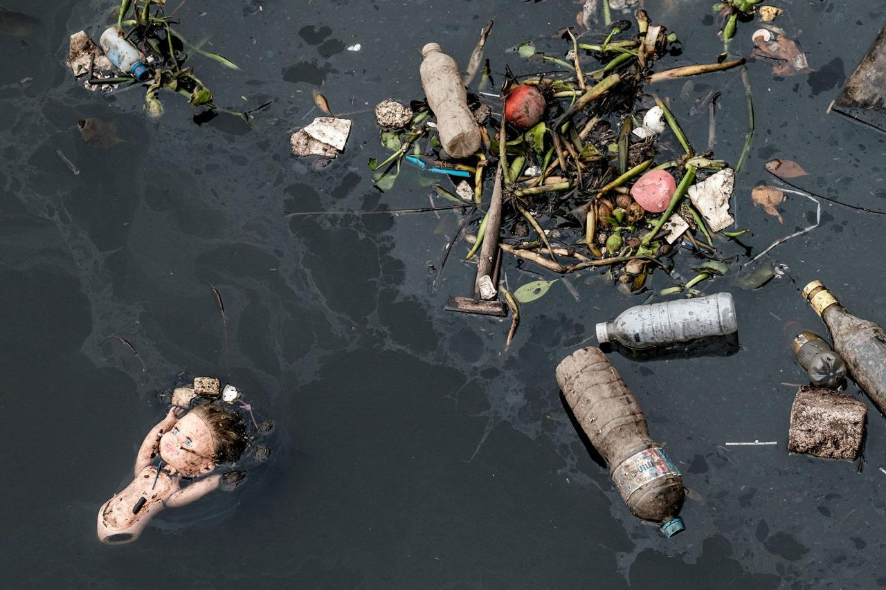"<p>View of floating debris carried by the tide and caught by the ""eco-barrier"" before entering Guanabara Bay, at the mouth of Meriti river in Duque de Caxias, next to Rio de Janeiro, Brazil, on July 20, 2016. (Yasuyoshi Chiba/AFP/Getty Images)</p>"