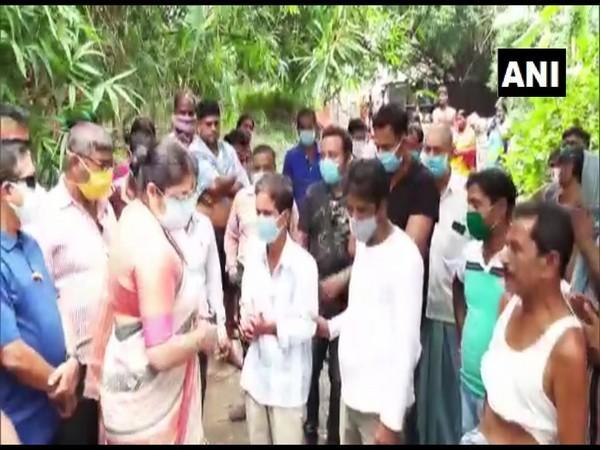 Hooghly MP Locket Chatterjee with family members. (Photo/ANI)